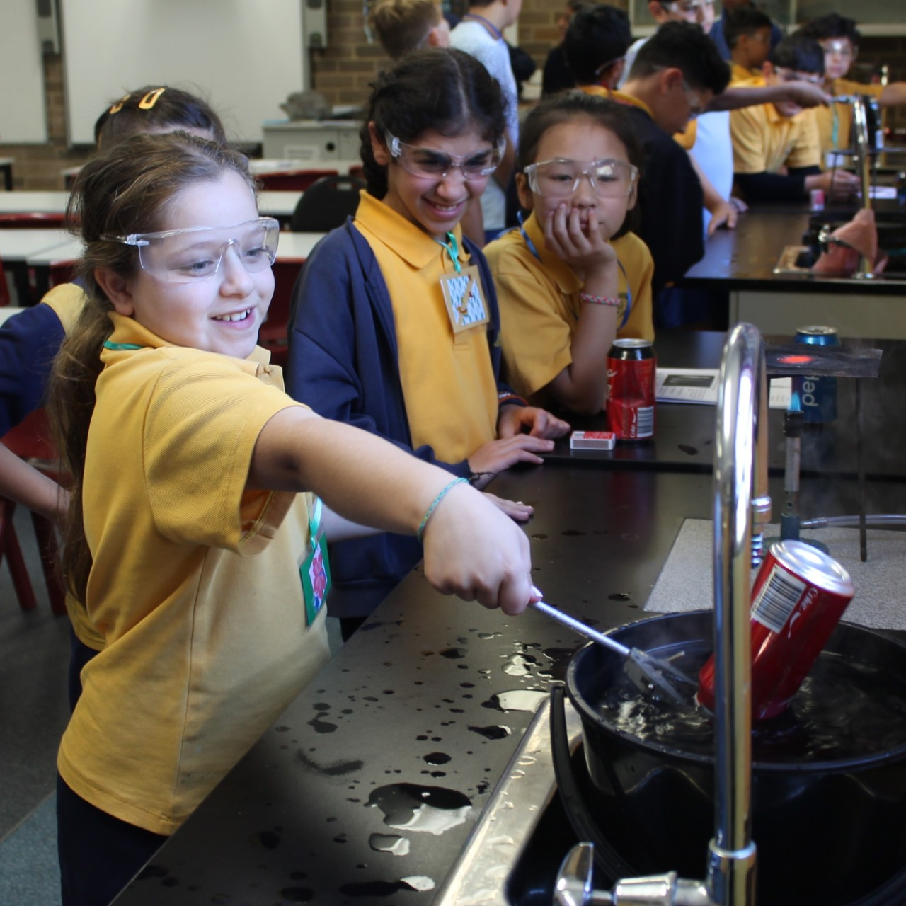 Primary school students enjoy a Science experiment