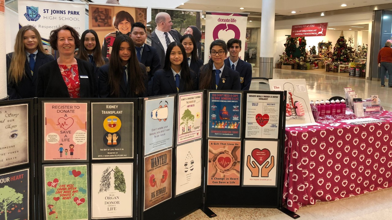 Students present at donate life roadshow